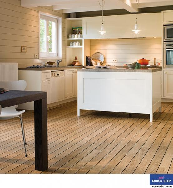 D b naturalny satynowy shipdeck laminat lagune ur946 for Cocinas con parquet